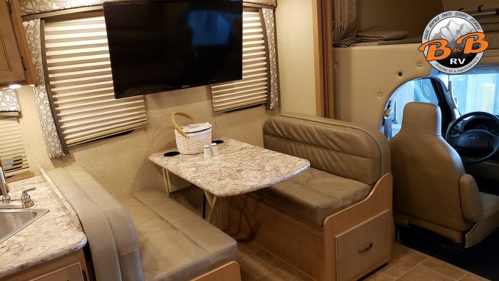 Thor Chateau Class C RV 28Z Dinette