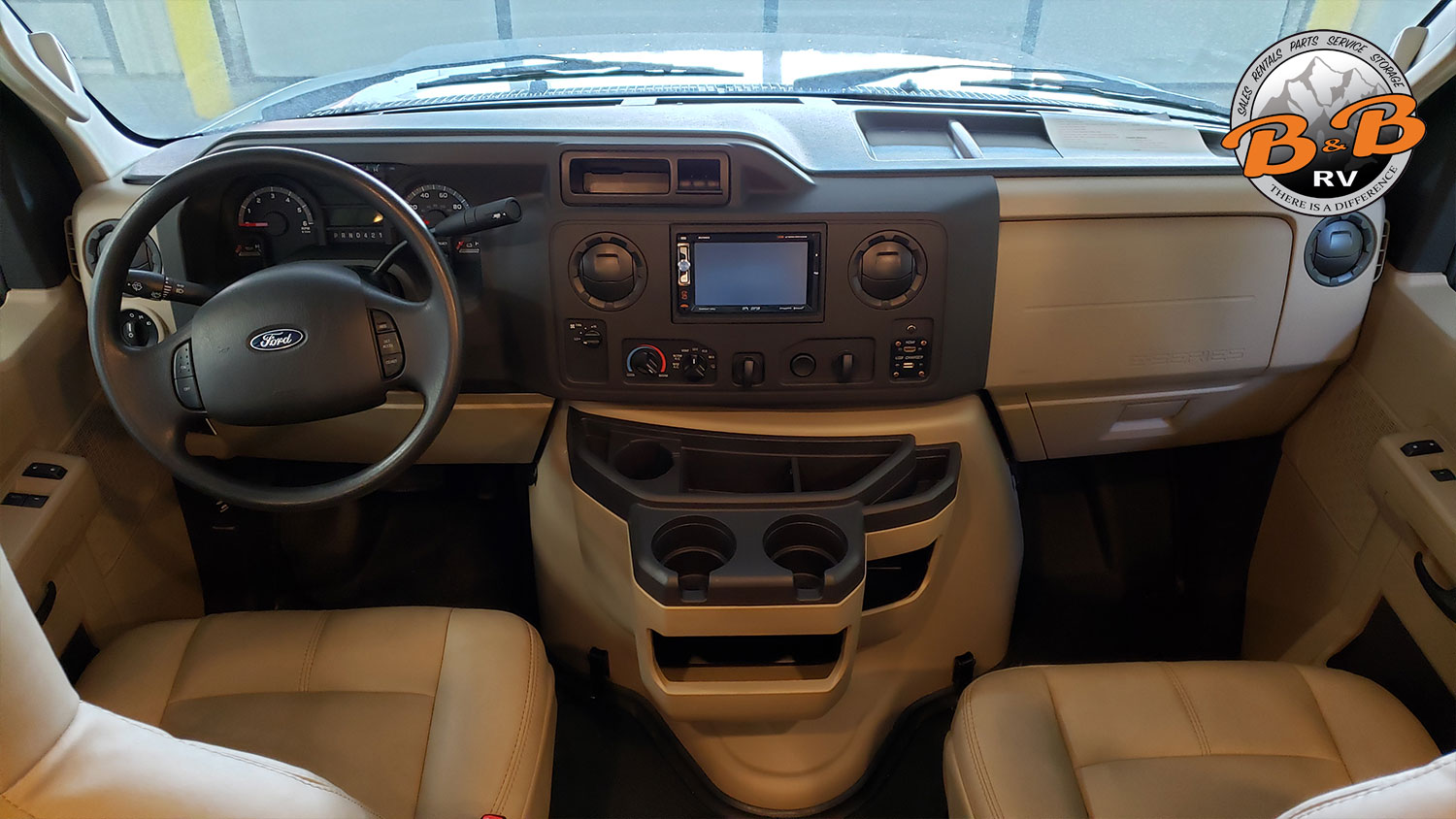Thor Chateau Class C RV 28Z Front Cabin