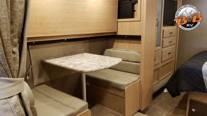 Thor Chateau Class C RV 30D Dinette