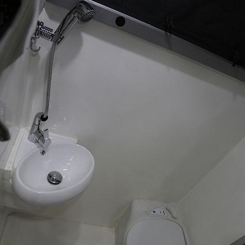 HQ12-Bathroom-Full