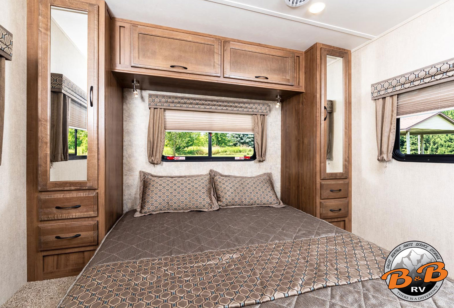 31 Inch Class C with 1 Slide 31G Rear Bedroom