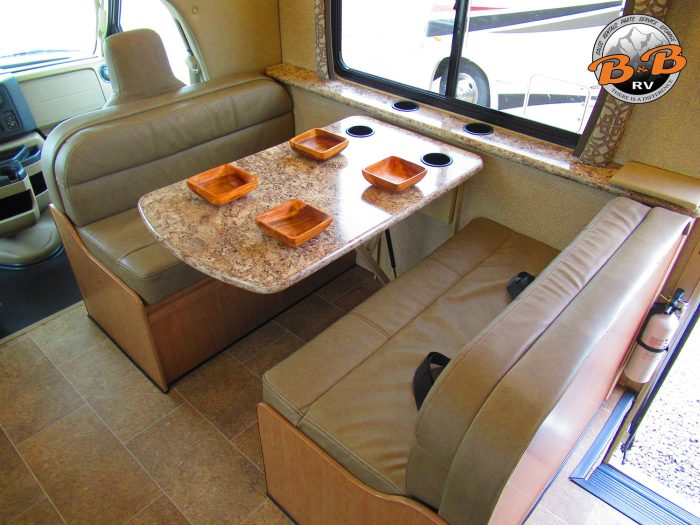 2019 Thor Chateau 30D Dinette