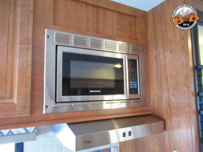 2020 Gulf Stream Conquest 6245 Microwave