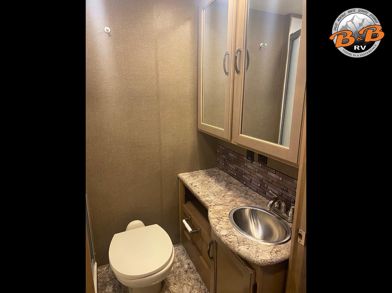2019 Thor Chateau 28Z Bathroom