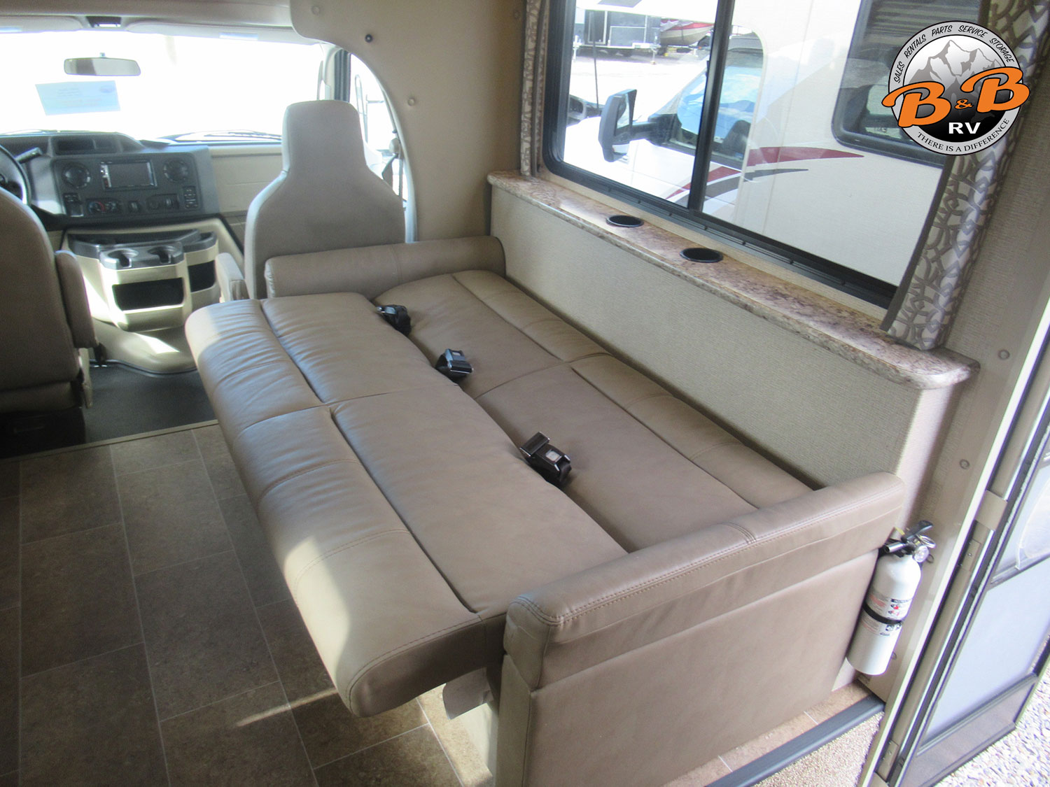 2019 Thor Chateau 28Z Couch Bed