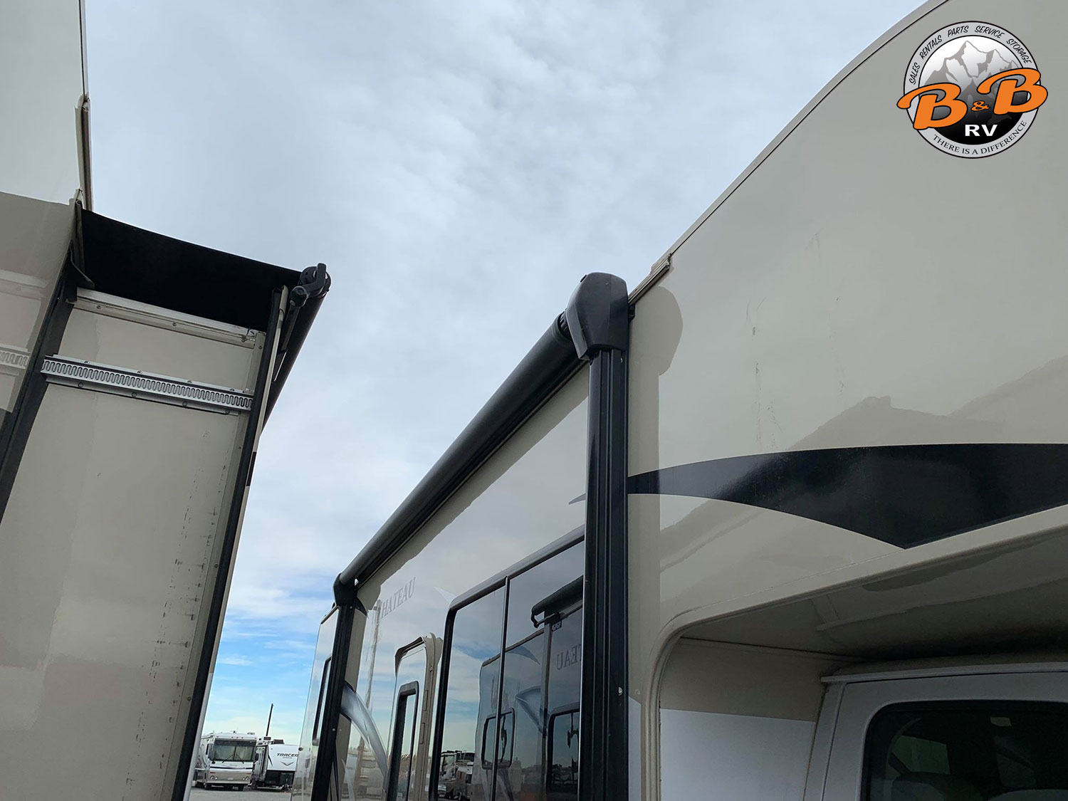 2019 Thor Chateau 28Z Exterior Side Awning