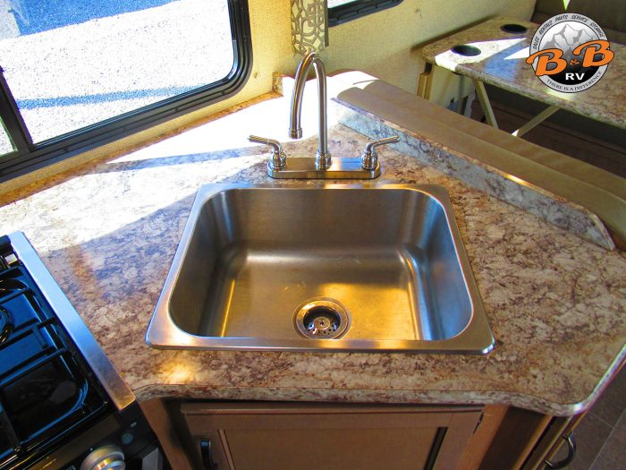 2019 Thor Chateau 28Z Kitchen Sink