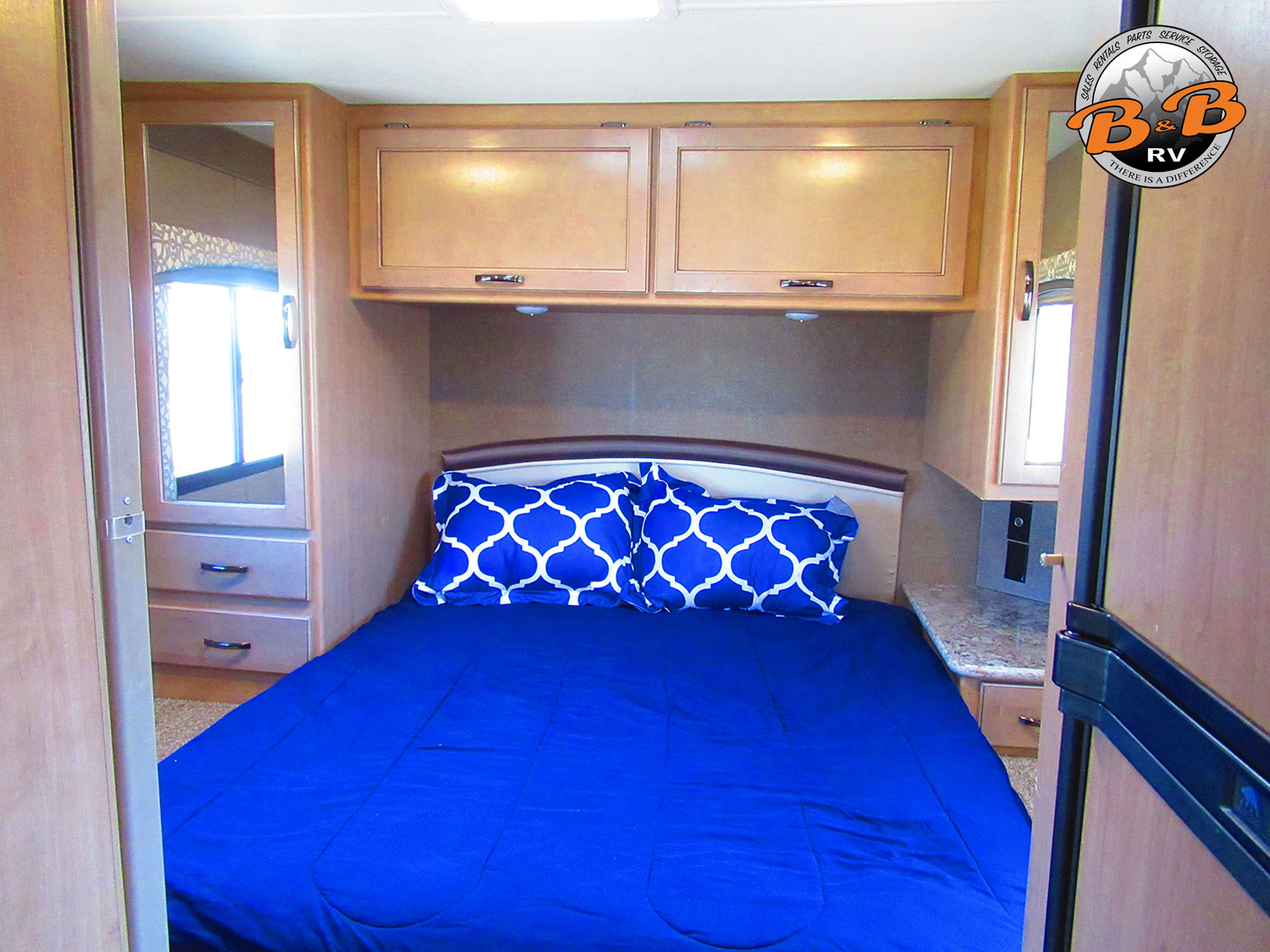 2019 Thor Chateau 28Z Master Bed