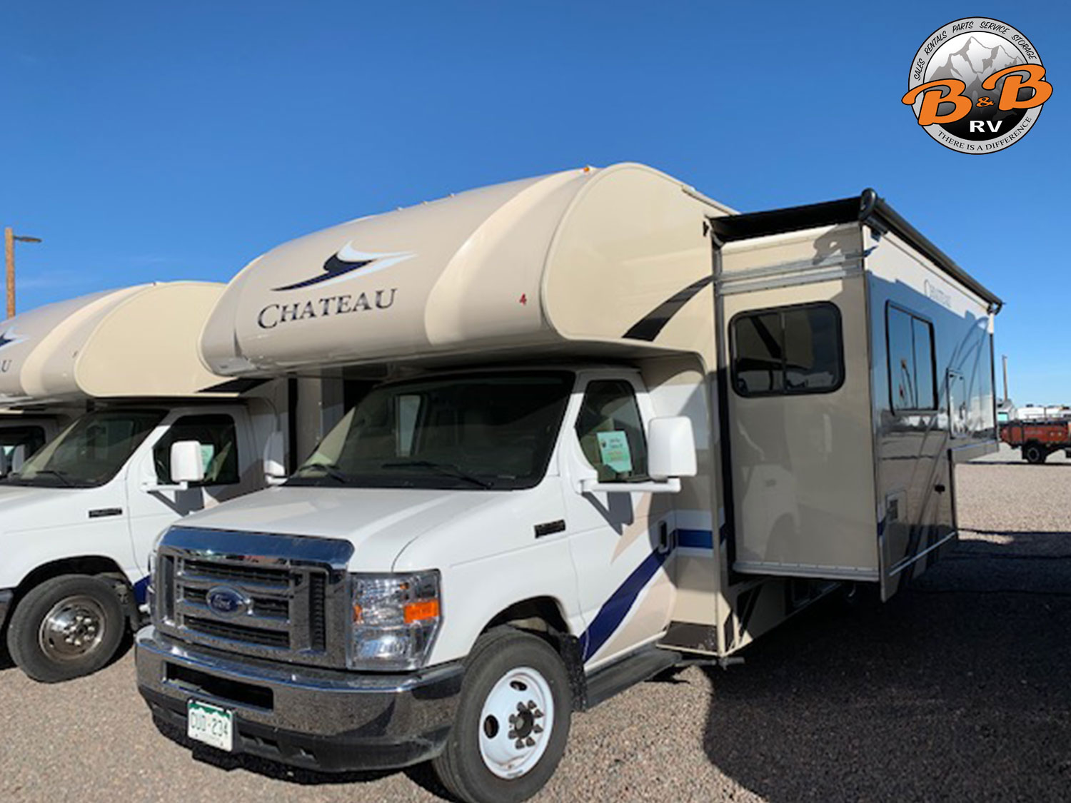 2019 Thor Chateau 24F Front Side
