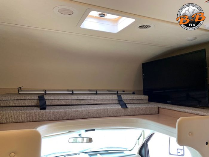 2019 Thor Chateau 24F Top Bunk Skylight