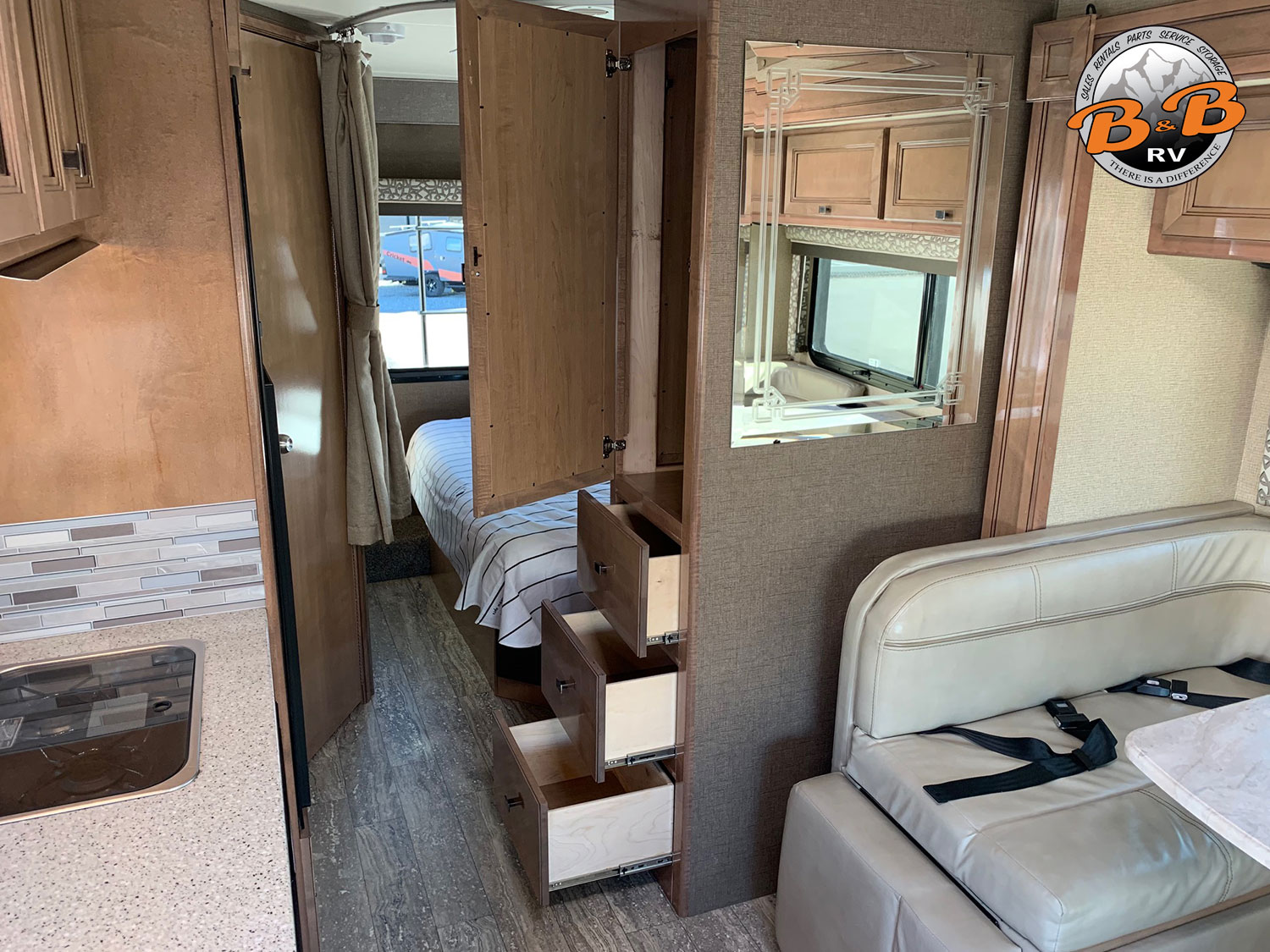 2019 Thor Citation 24SS Storage