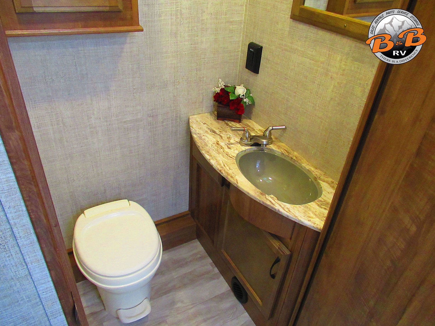 2020 Gulf Stream Conquest 6320 Bathroom