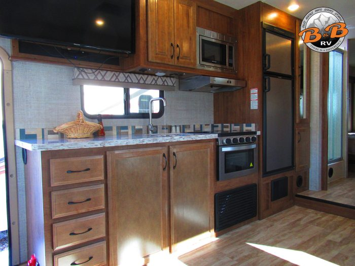 2020 Gulf Stream Conquest 6320 Kitchen