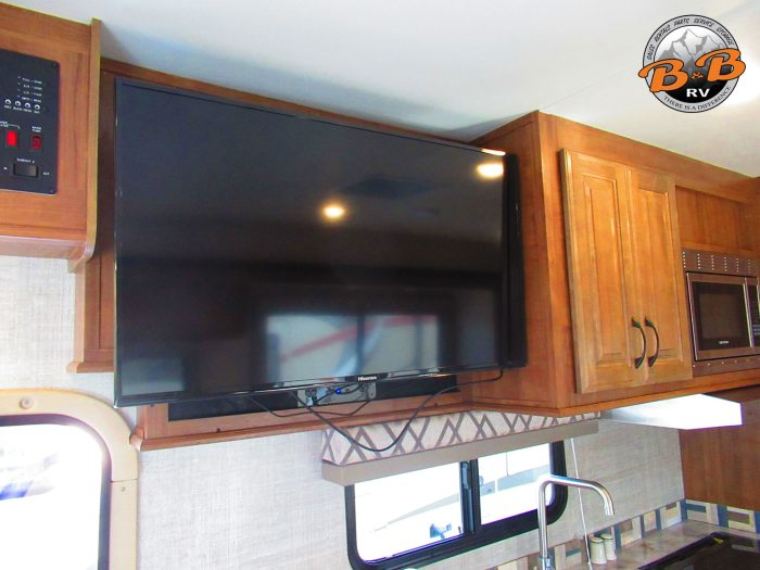 2020 Gulf Stream Conquest 6320 Flatscreen TV Kitchen