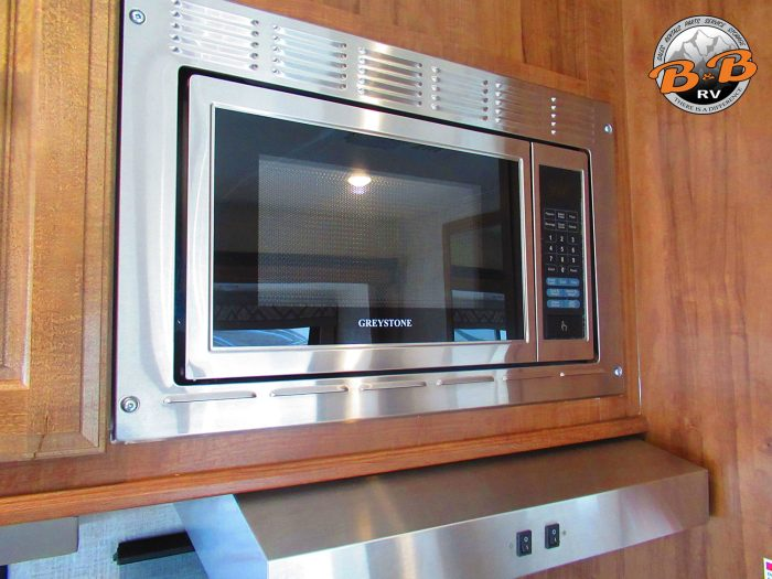 2020 Gulf Stream Conquest 6320 Microwave